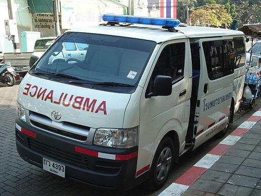 512px-Toyota_Hiace_ambulance_face_Chiangmai